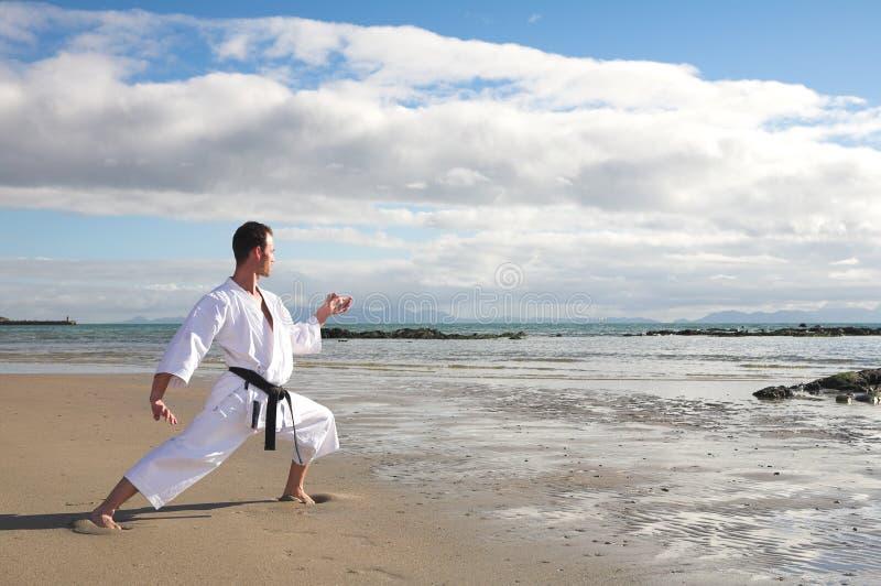 karatemanövning arkivbild