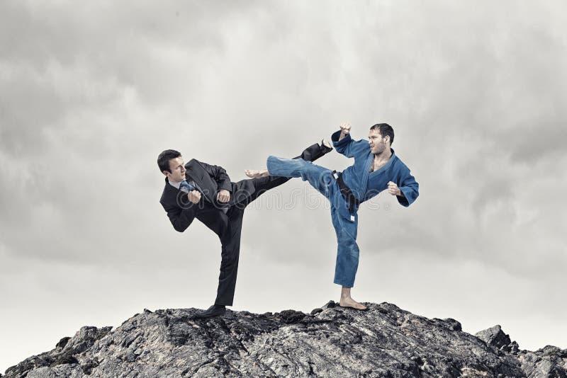 Karatemens in blauwe kimino royalty-vrije stock foto's