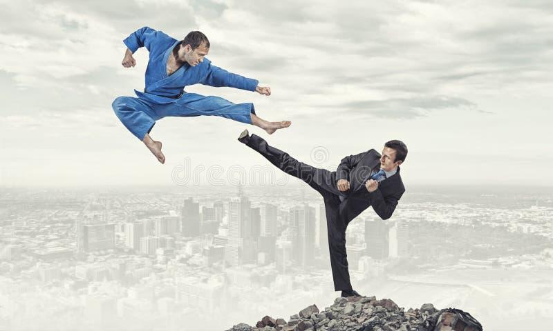 Karatemens in blauwe kimino royalty-vrije stock foto