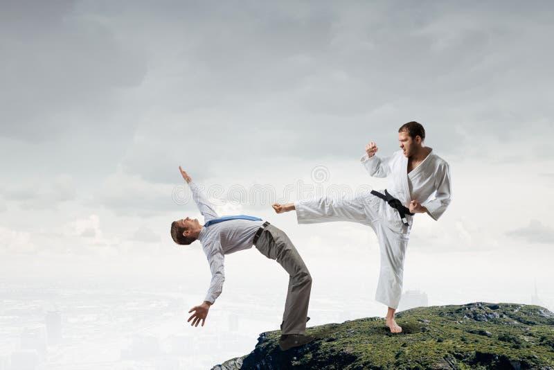 Karatemens in witte kimino royalty-vrije stock fotografie