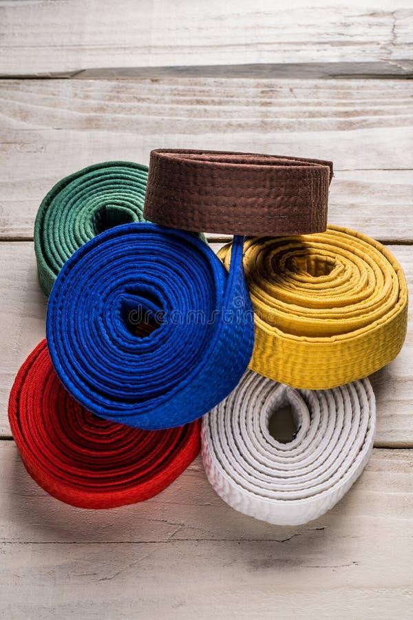 Karateriemen stock afbeeldingen