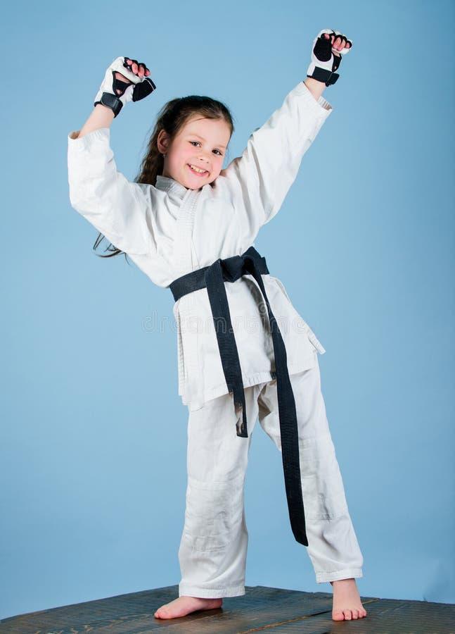 Karatevechter klaar te vechten Het concept van de karatesport Zelf - defensievaardigheden De karate geeft gevoel van vertrouwen S stock afbeelding