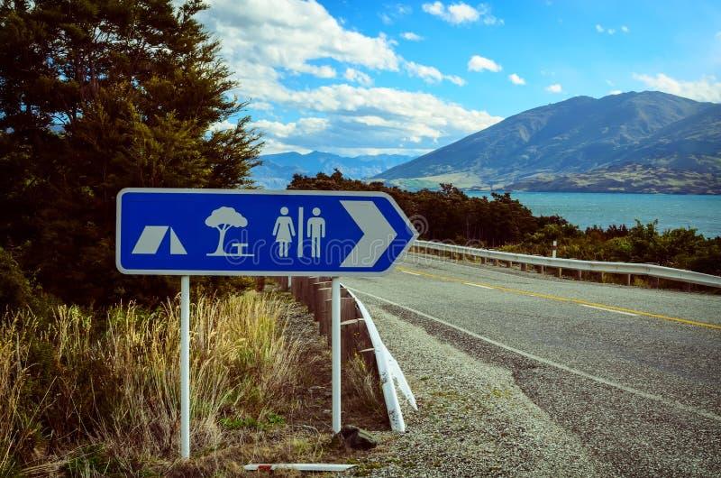 Karawanowego i campingowego miejsca turystycznej informaci znak zdjęcia royalty free