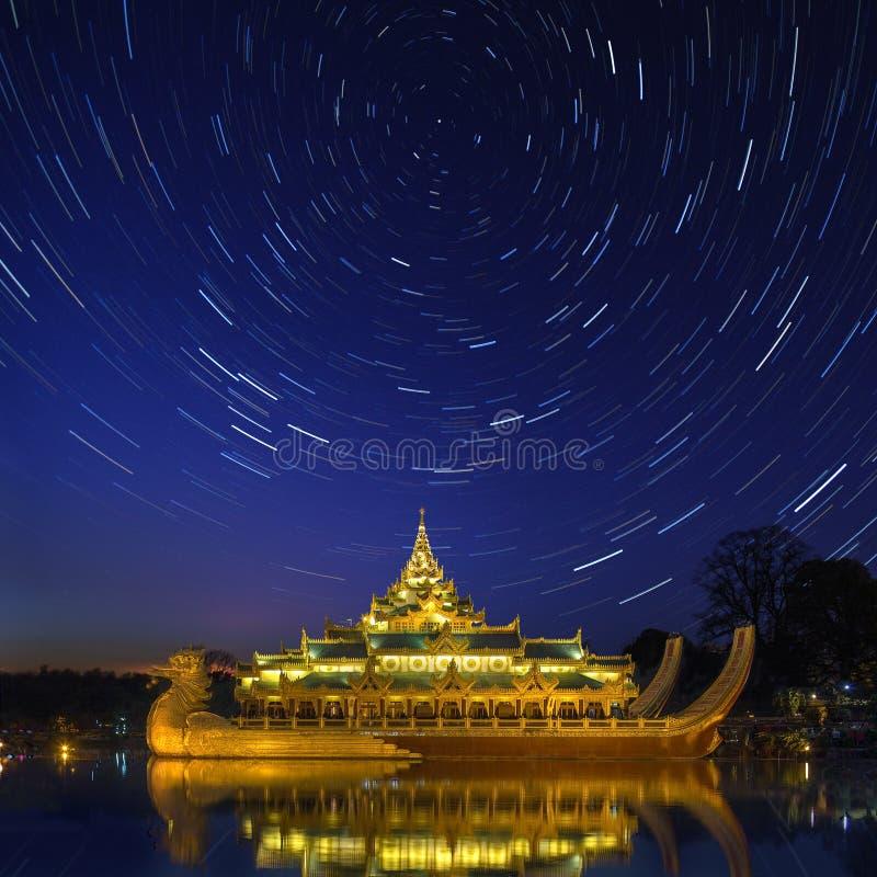Karaweik - λίμνη Kandawgyi - Yangon - το Μιανμάρ στοκ εικόνα με δικαίωμα ελεύθερης χρήσης