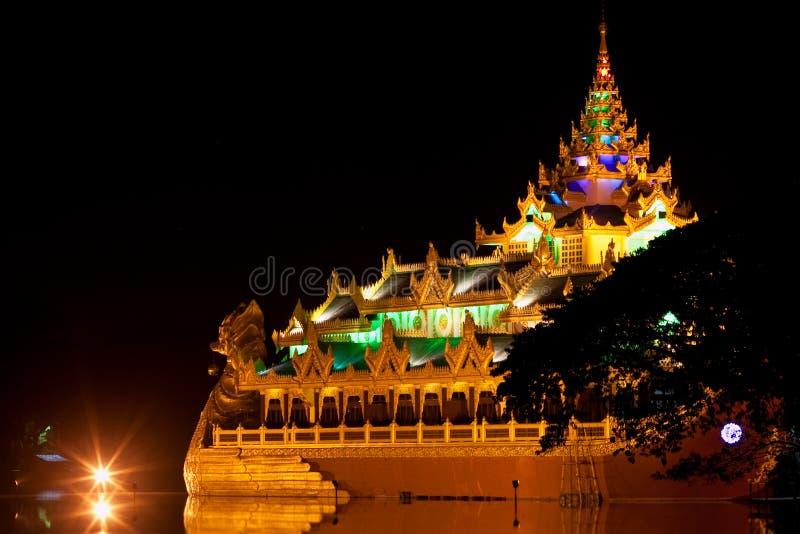 Karaweik Hall, Мьянма стоковые изображения rf