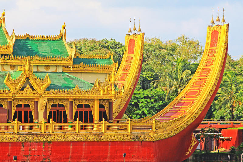 Karaweik Hall, Янгон, Мьянма стоковые фото