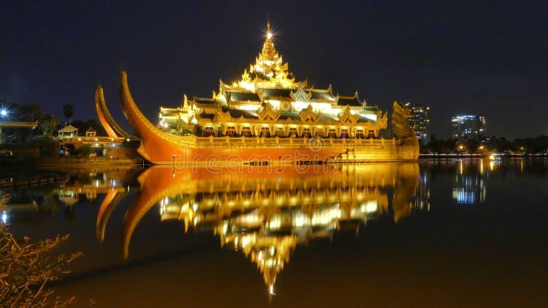 Karaweik Hall Of Kandawgyi Nature Park Myanmar photos libres de droits