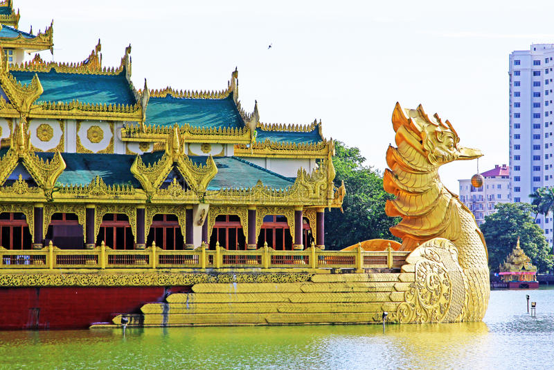 Karaweik Hall, Yangon, Myanmar fotografia royalty free