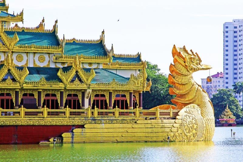 Karaweik Salão, Yangon, Myanmar fotografia de stock royalty free