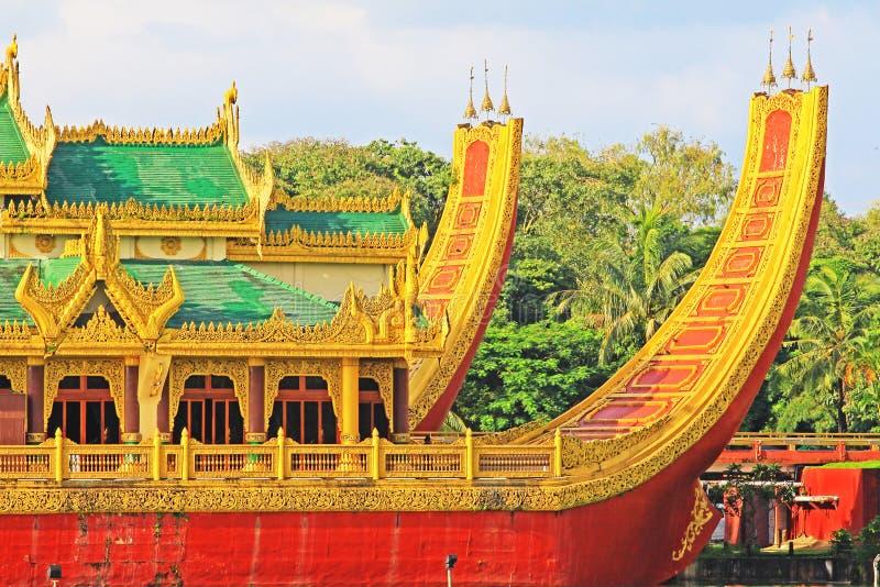 Karaweik Salão, Yangon, Myanmar fotos de stock