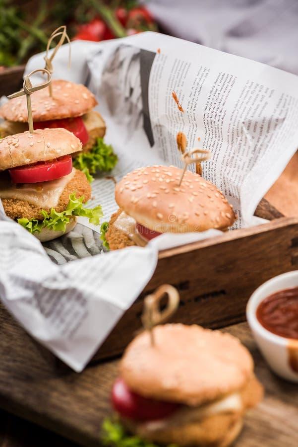 Karczemny fast food, mini hamburgery fotografia royalty free