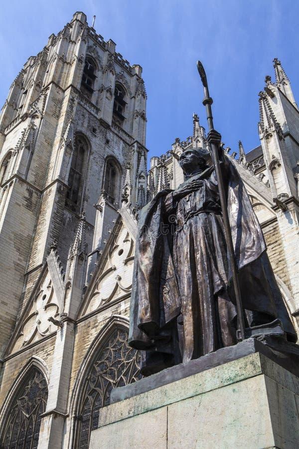 Kardinal Mercier Statue i Bryssel royaltyfri bild