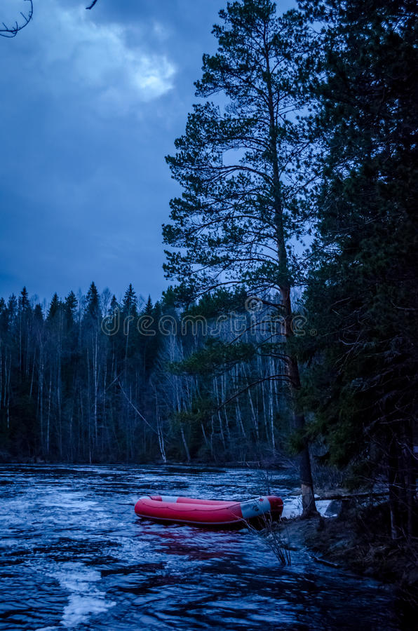 Karelia flod i natten arkivfoto