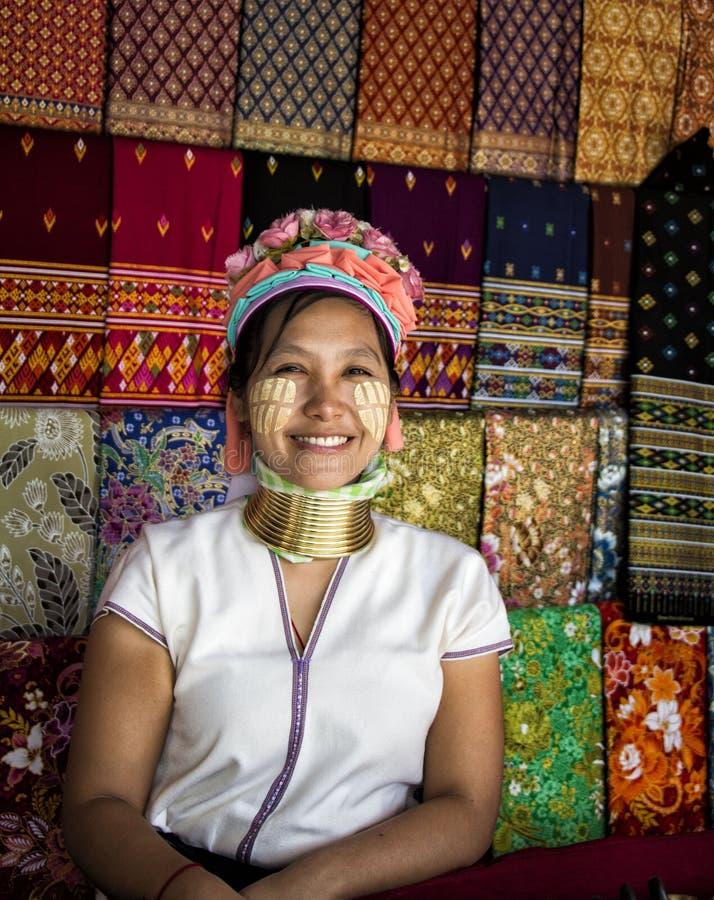 Karen kvinna i nordliga Thailand royaltyfria bilder