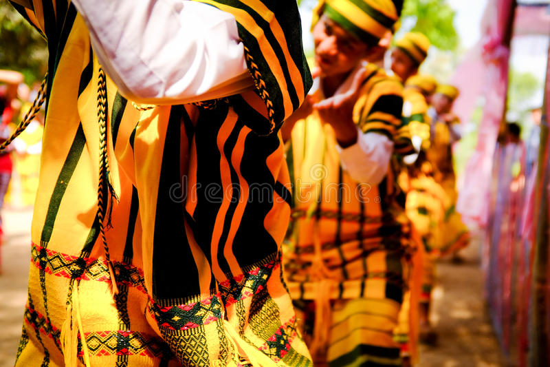 Karen Traditional Folk Dance royaltyfri foto