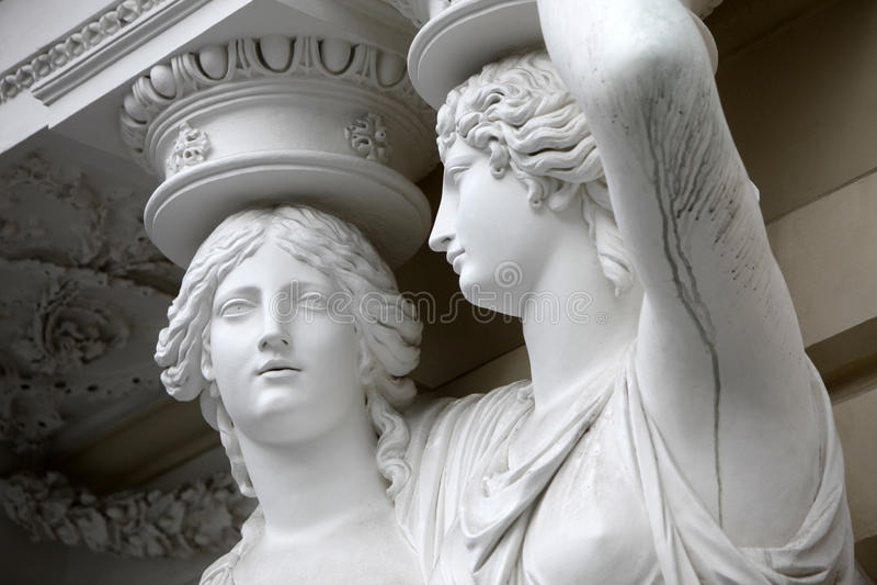 kariatyda Statuy dwa młodej kobiety w Wiedeń obrazy stock