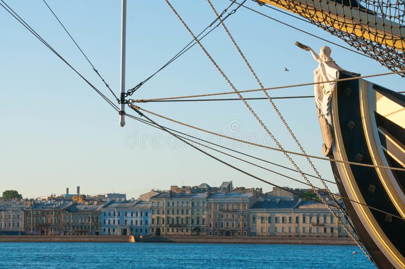 Kariatyda w bukszprycie duży żeglowanie statek obraz royalty free