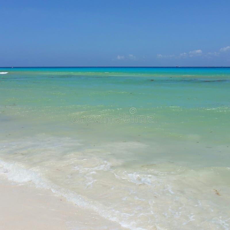 Karibische Meere in Playa del Carmen lizenzfreie stockfotos