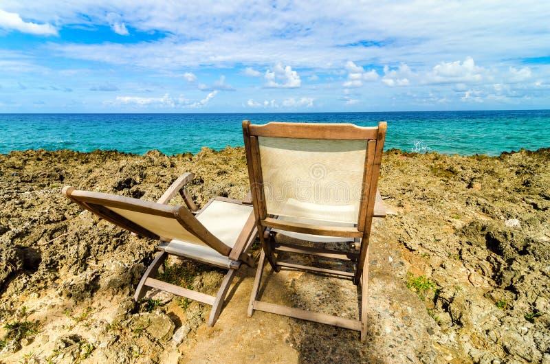 Karibische Strand-Stühle lizenzfreies stockbild