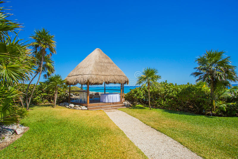 Karibischer Badekurort auf dem Strand in Mexiko lizenzfreies stockbild