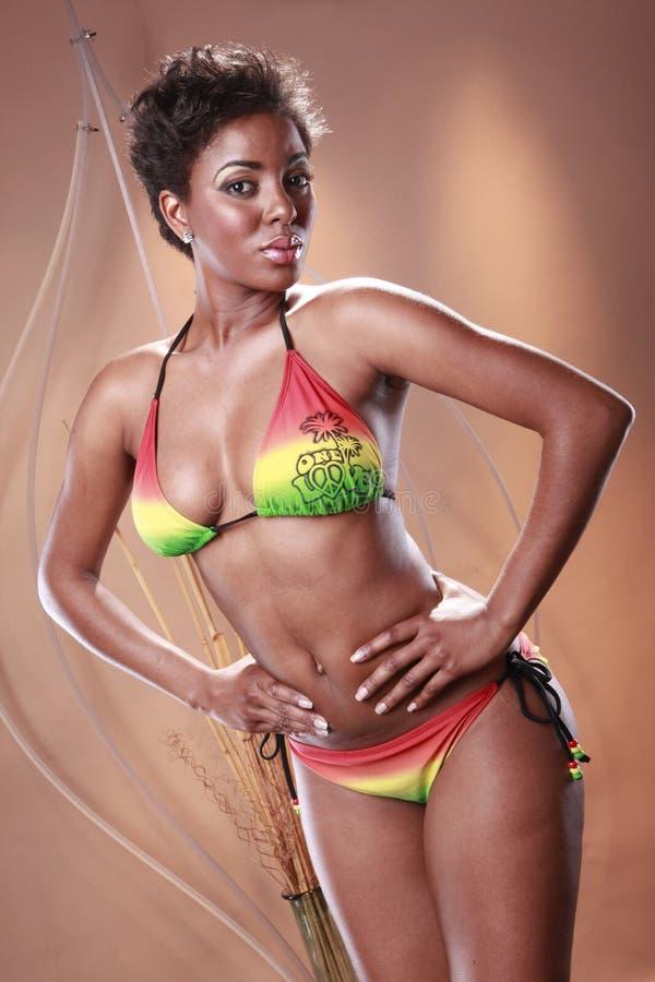 Karibischer Regenbogenbikini lizenzfreie stockbilder