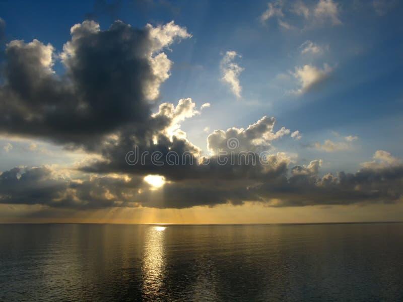 Karibischer Sonnenuntergang lizenzfreies stockfoto