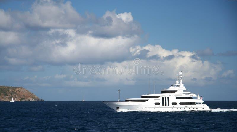 Karibisches Yachting lizenzfreie stockfotos