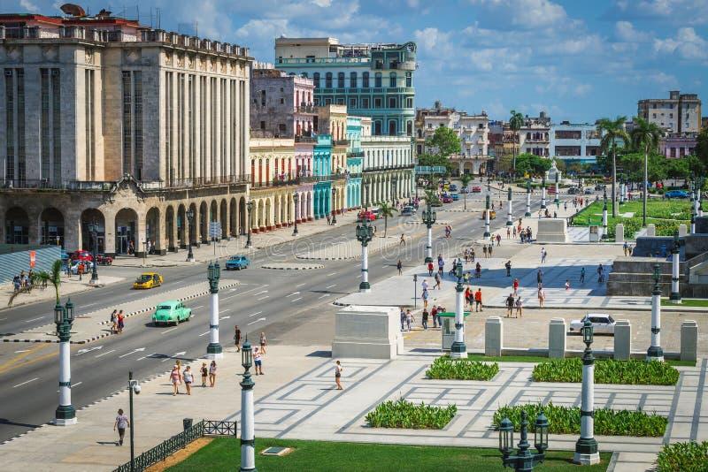 Karibisk arkitektur för Kuba på mainstreeten i havana royaltyfria foton