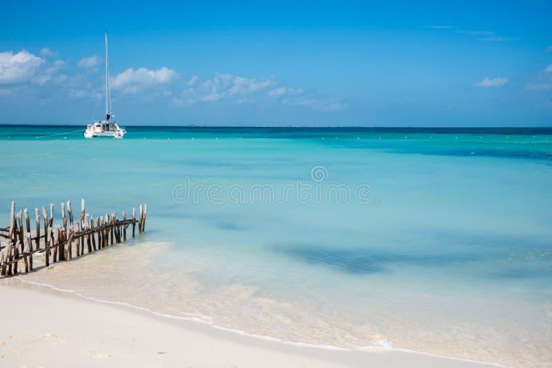 Karibisk plats som seglar Isla Mujeres, Cancun - Riviera Maya M royaltyfri bild