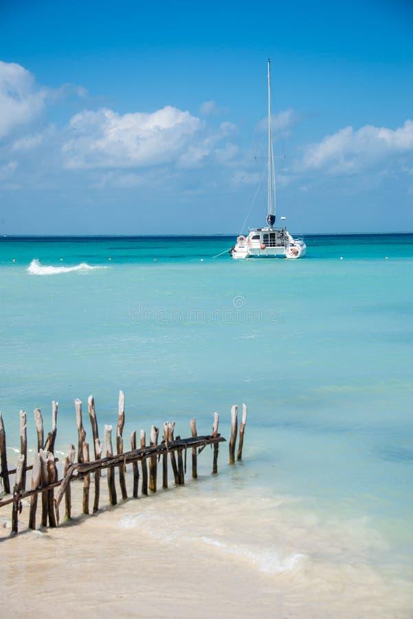 Karibisk plats som seglar Isla Mujeres, Cancun - Riviera Maya M arkivbilder
