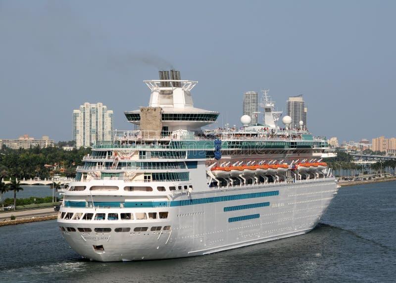 karibiska hav för cruiselinesmajestätkunglig person arkivbilder