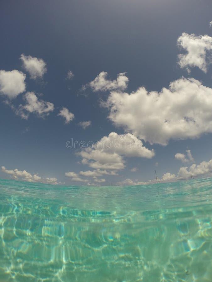 Karibiskt hav och himmel royaltyfria bilder