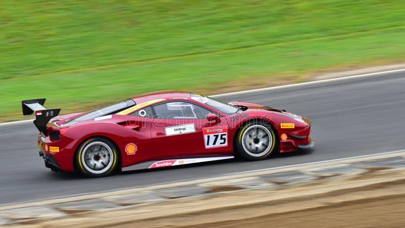 Karim Nagadipurna, der in einer Herausforderung Ferraris 488 an Ferrari-Herausforderungs-Asia Pacific-Reihe läuft, laufen am 15.  stockfotografie