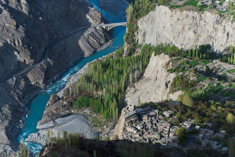 Karimabad форта Altit, взгляд сверху долины Hunza, ряд Karakoram, стоковые фотографии rf