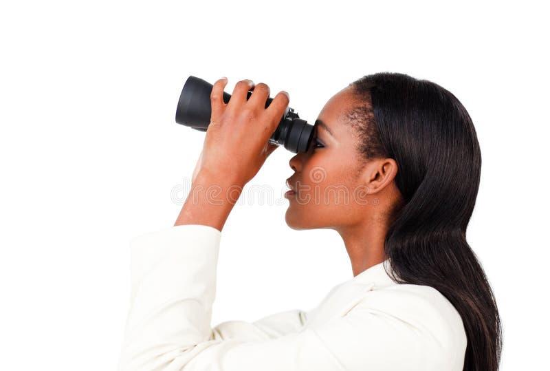 Karismatisk affärskvinna som ser till framtiden royaltyfri foto