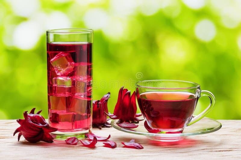 Karkade magenta do chá do hibiscus, azeda vermelha no fundo da natureza imagens de stock royalty free