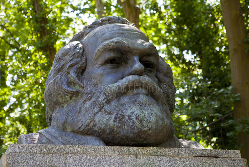 Karl Marx Bust i den Highgate kyrkogården royaltyfria bilder