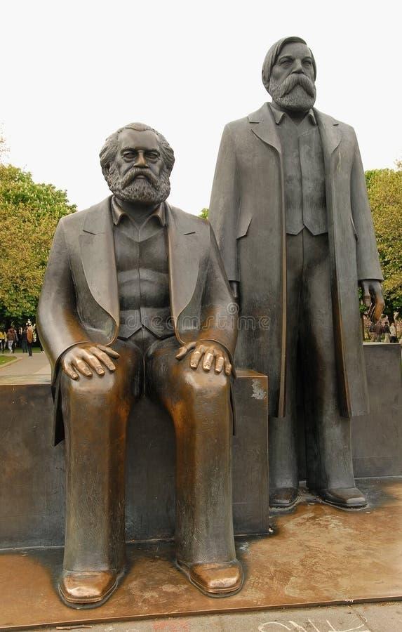 Karl Marx och Friedrich Engels monument arkivfoto