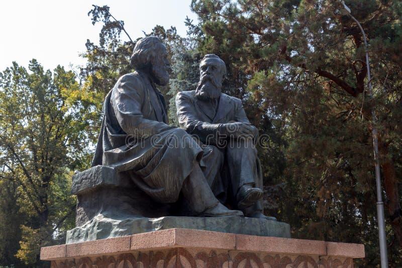 Karl Marx och Friedrich Engels monument arkivfoton
