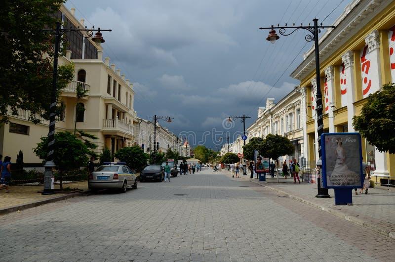 Karl Marx-Straße in Simferopol stockfotos
