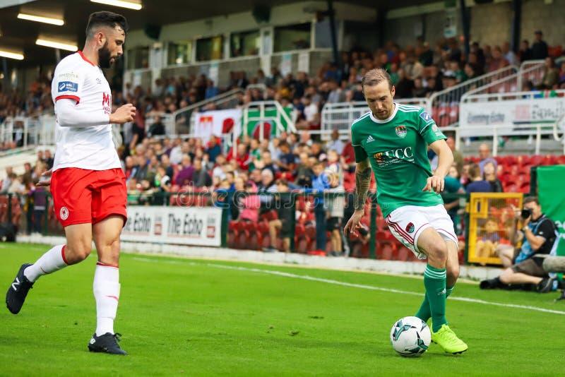 Karl Sheppard på ligan av Irland den första uppdelningsmatchen mellan Cork City FC vs St Patricks idrotts- FC royaltyfria foton