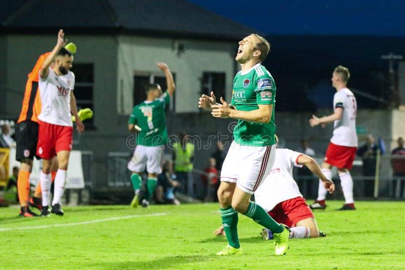 Karl Sheppard przy ligą Irlandia podziału Najważniejszy dopasowanie między Korkowym miastem FC vs St Patricks Sportowy FC fotografia stock