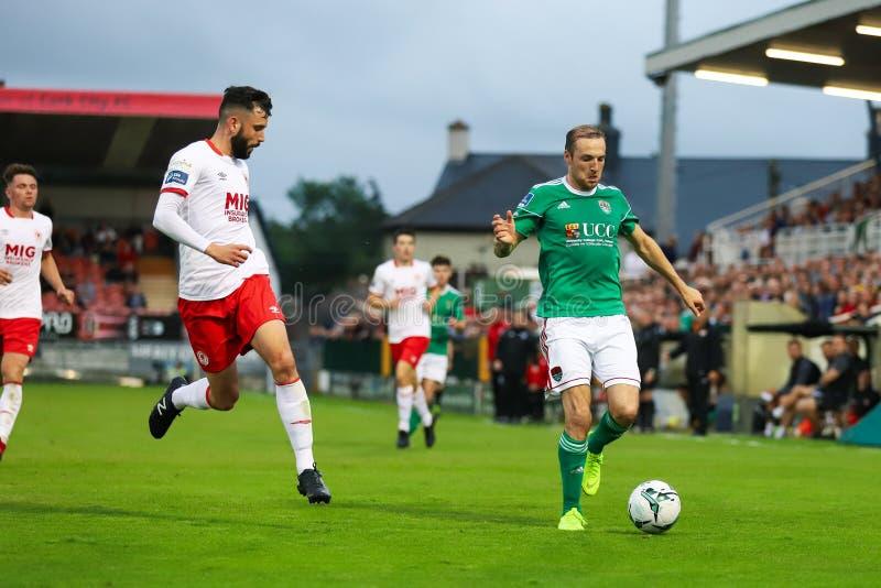 Karl Sheppard przy ligą Irlandia podziału Najważniejszy dopasowanie między Korkowym miastem FC vs St Patricks Sportowy FC obrazy stock