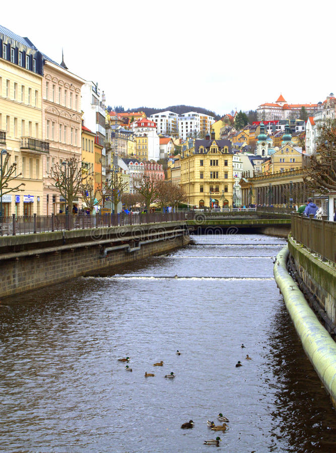 Karlovy varia a opinião do rio imagem de stock