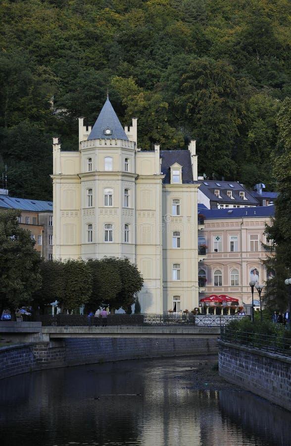 Karlovy-varie, o 28 de agosto: A construção histórica em Karlovy varia em República Checa fotografia de stock royalty free