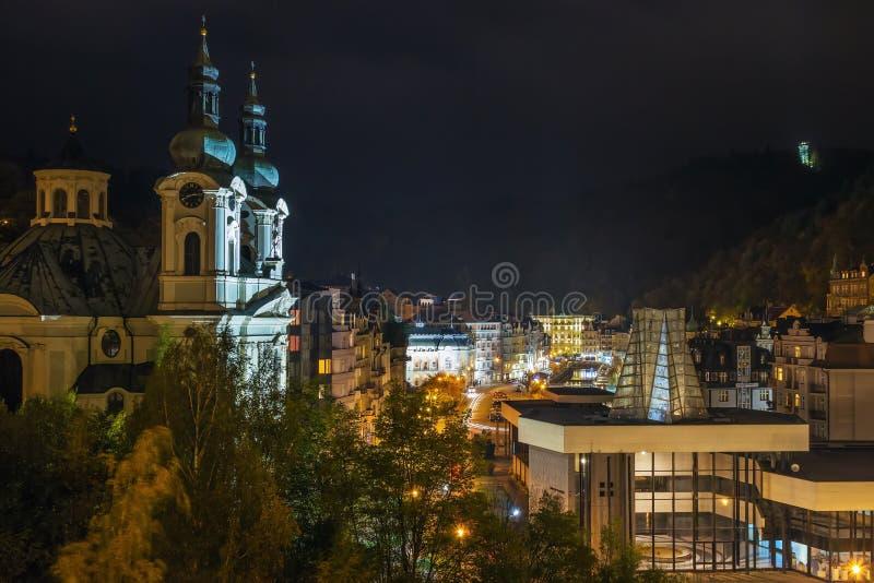 Karlovy Vary alla luce della sera, Repubblica ceca immagine stock