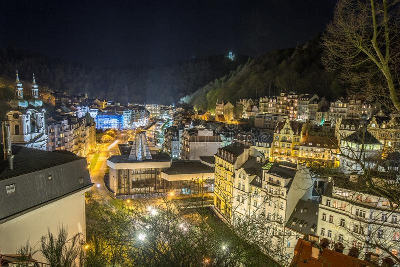Karlovy Zmienia nocy miasto obraz stock