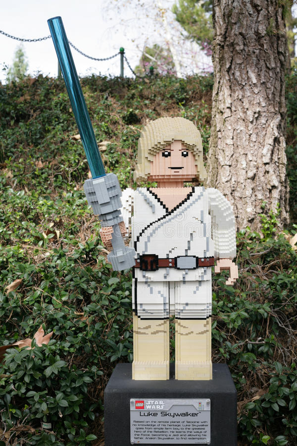 KARLSBAD, US, AM 6. FEBRUAR: Star Wars Luke Skywalker Minifigure machte wi lizenzfreies stockfoto