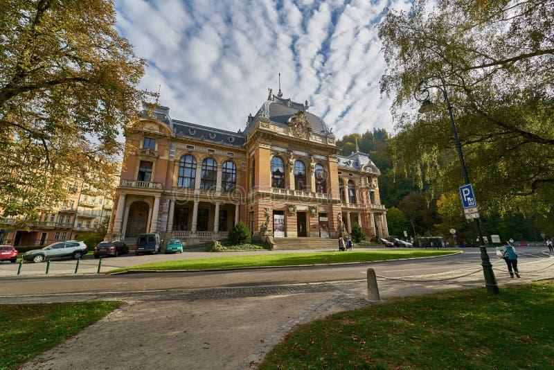 Karlsbadzki zdrój w Karlovy Zmienia fotografia stock