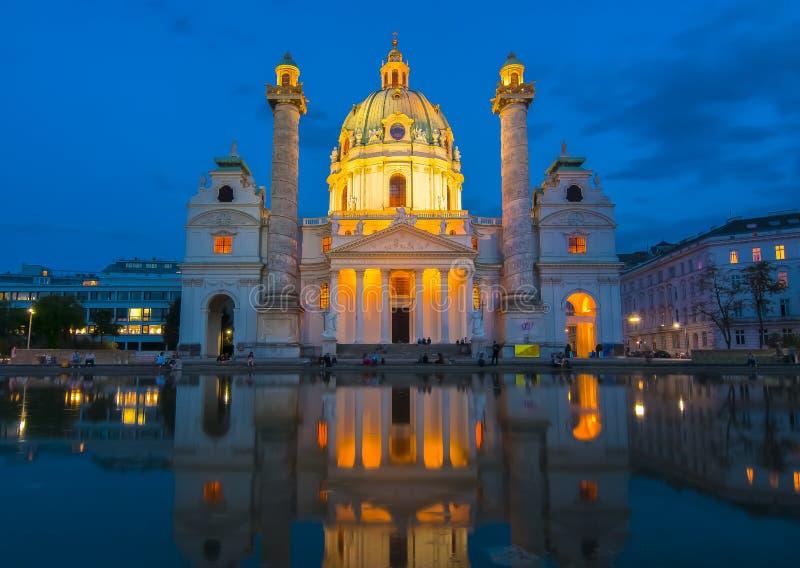 Karlskirche kościół przy nocą, Wiedeń, Austria obrazy royalty free